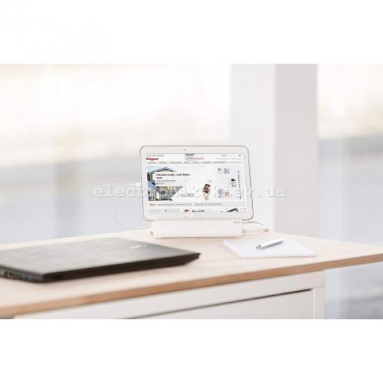 Удлинителей с держателем для планшета. 3 розетки 2К+З, 2 розъема USB, кабель 1,5 м, 3680 Вт, цвет бело-серый